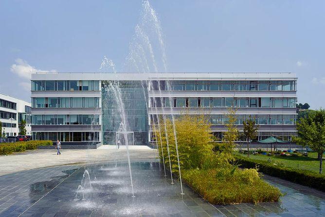 Konzernzentrale in Untergruppenbach bei Heilbronn: Sitz der Geschäftsführung, Verwaltungsbereiche, umfangreiche Testeinrichtungen und Prototybenbau